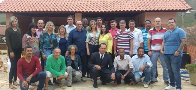 Candidatos a vereador da coligação do prefeitável Oninho. Facebook: Ônio Fialho Miranda.