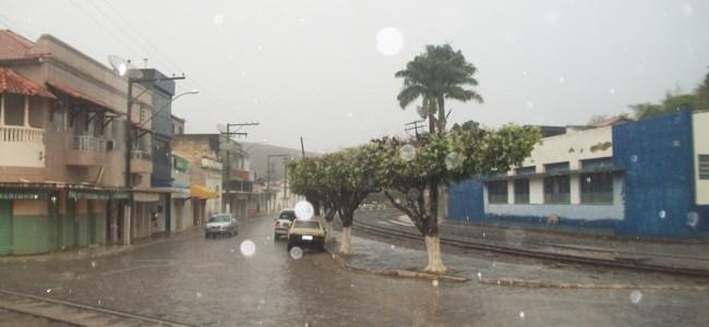 Chuva em Recreio na manhã desta quinta-feira.