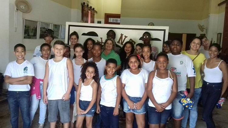Alunos de Pirapetinga no Centro Cultural.
