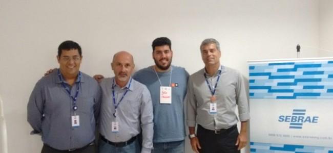 Representantes do SEBRAE e o secretário, João Guilherme Ferreira (ao centro).