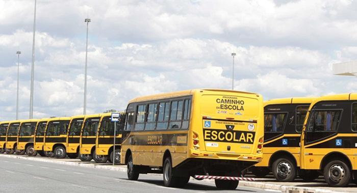 Ônibus adquirido pelo prefeito de Recreio.