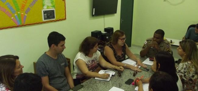 Reunião na Secretaria Municipal de Educação e Cultura.