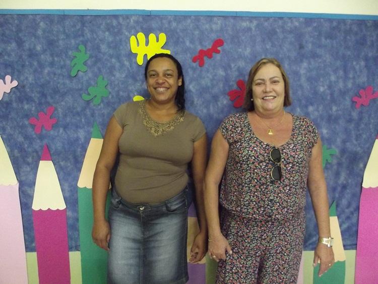 Diretora Vanessa da Escola Professora Nice e a secretária de Educação, Zezé.