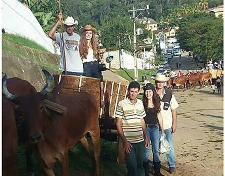 Carro de boi no desfile de Raposo.