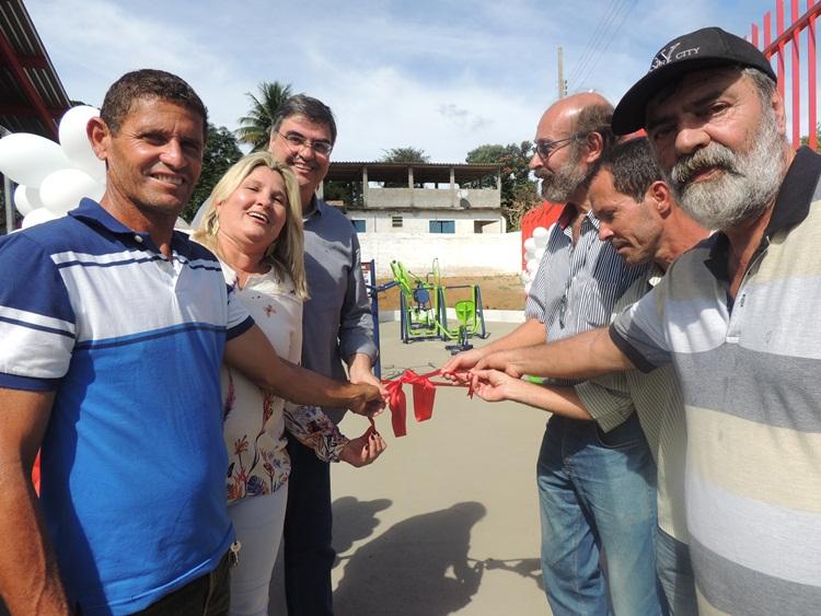 Autoridades no momento da abertura da Academia ao Ar Livre.