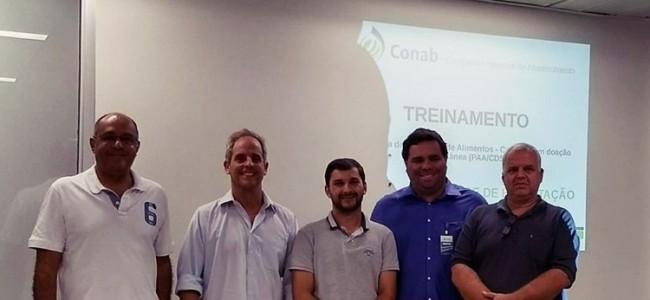 Autoridades da CONAB e equipe do prefeito Zé Maria Barros.