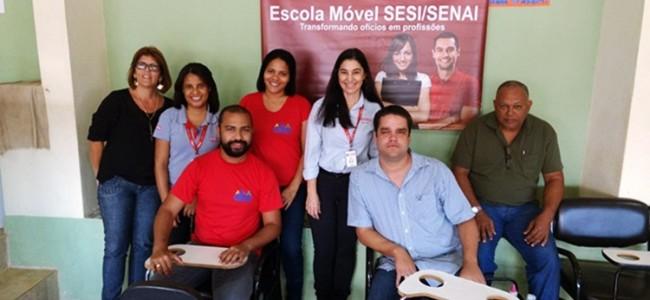 Instrutoras; equipe da SMDS; secretário, Diego Pena e presidente do CMAS, Danilo Silva.