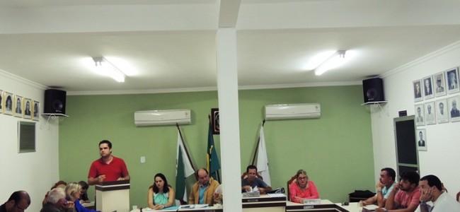 Secretário Diego Pena na sessão da Câmara Municipal.
