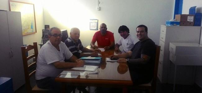 Comissão parlamentar e equipe administrativa do SAAE.