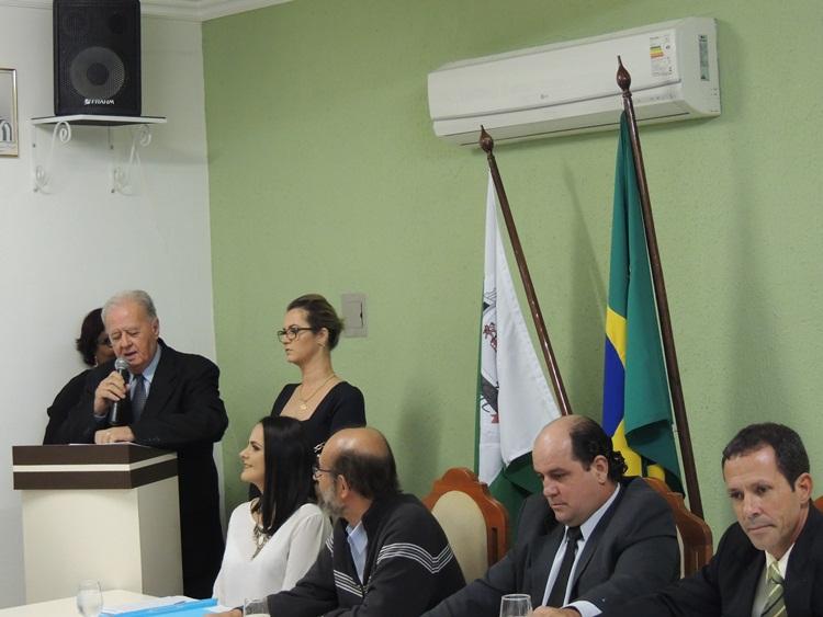 Dr. Antônio Brito agradecendo as homenagens.
