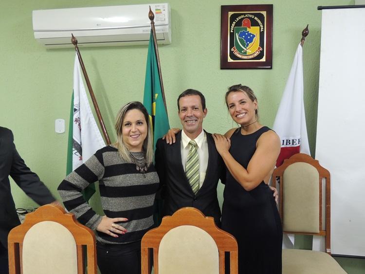 Presidente entre Gabi e a amiga Camila.