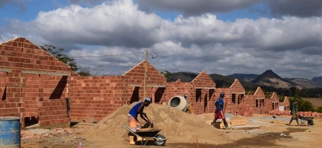 Obras das casas em Conceição da Boa Vista.