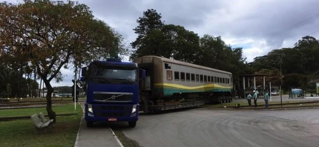 Vagão do Trem Rio Minas sendo transportado.