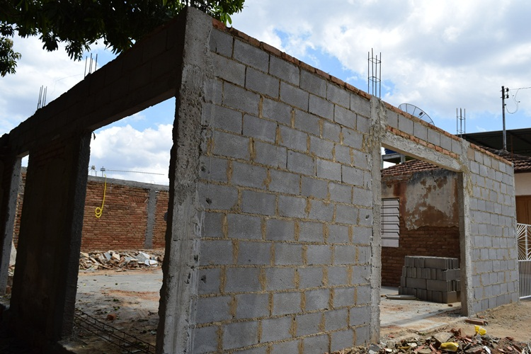 Centro Comunitário do Barreiros em recuperação.