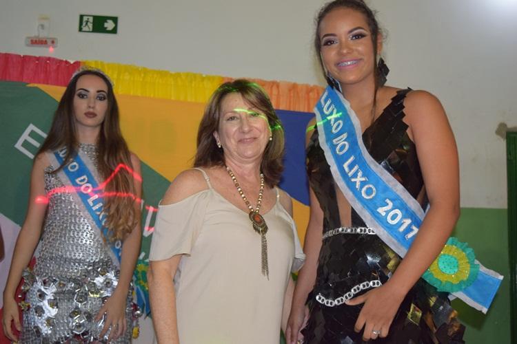 Vice-diretora, Selma Giraldo, com a 2ª colocada.