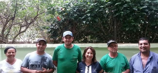 Vice-diretora Selma Giraldo, funcionária Gracinha e equipe da Prefeitura.