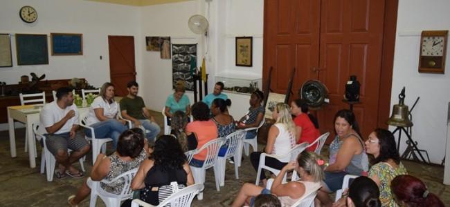 Reunião no Centro Cultural.