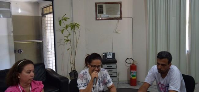 Secretária, enfermeira e coordenador de ESF, na rádio.