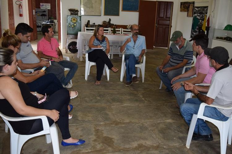 Reunião sobre questão hídrica.