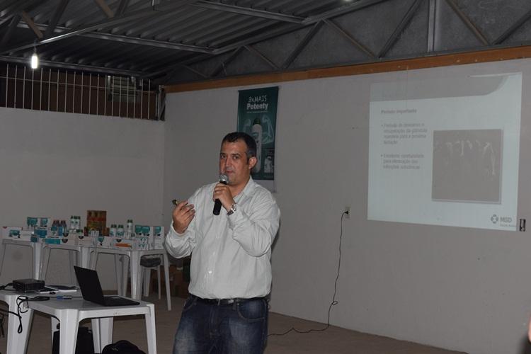 Guilherme Garcia explanando o tema do encontro.